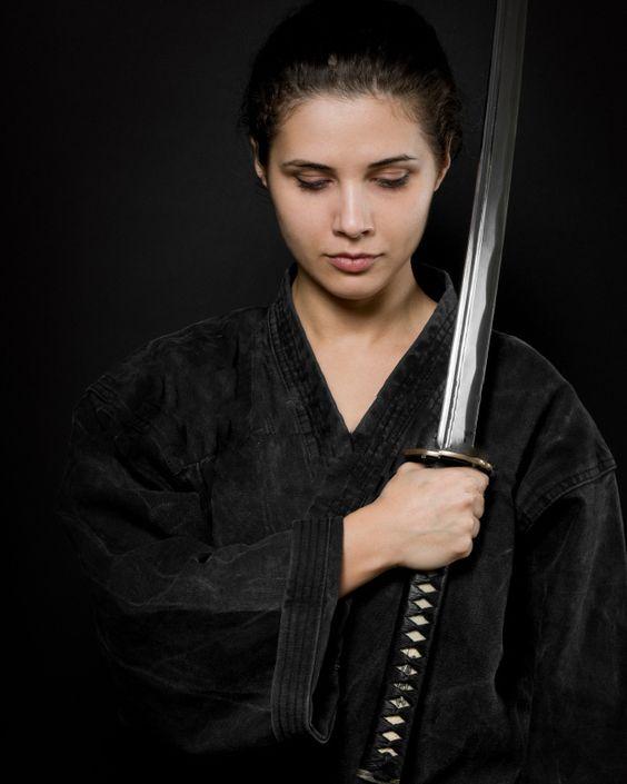 mujer espada1.jpg