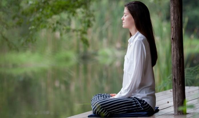 mujer medita1